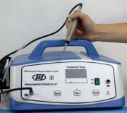 Máquina ultrasónica de la desbridacion de una herida